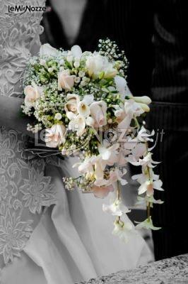 http://www.lemienozze.it/gallerie/foto-bouquet-sposa/img31512.html  Bouquet a cascata di rose e orchidee rosa