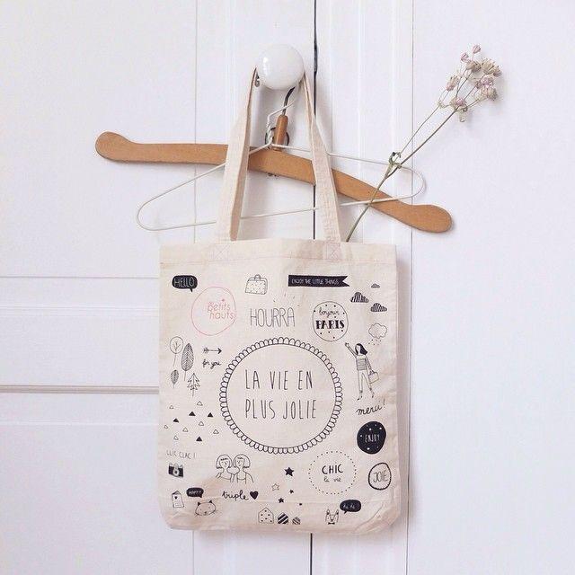 Instagram media by byaudreyjeanne - J'ai réalisé les photos des nouveaux sacs offerts pardespetitshauts pour voir la vie en plus jolie  #despetitshauts #audreyjeanne