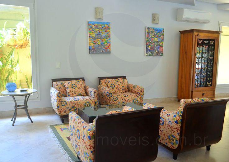 O bate-papo fica ainda mais descontraído no lounge, onde poltronas coloridas e aconchegantes formam um charmoso lounge, ideal para saborear um drink ou para curtir momentos de leitura durante as férias.