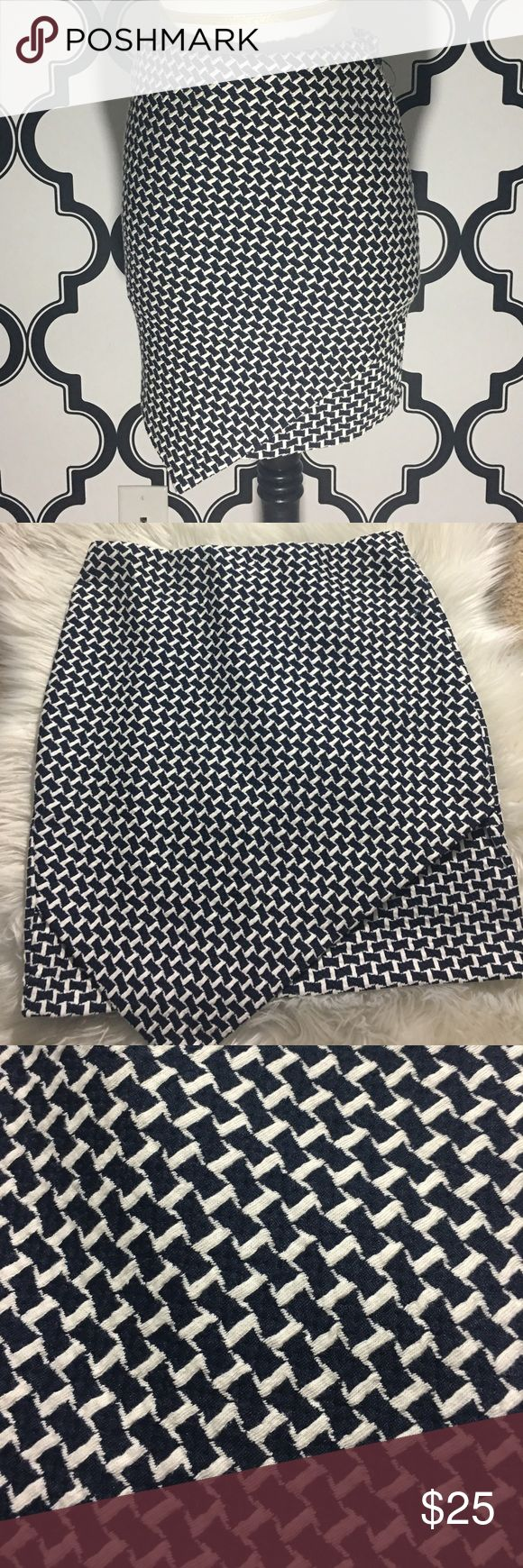 Navy Blue and White Skirt Brand NEW Navy Blue and White checkered skirt Never worn  Excellent Condition size small H & M Skirts Mini