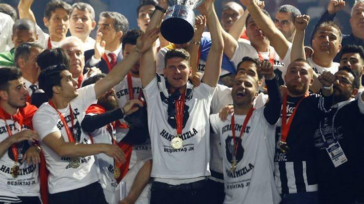 Beşiktaşlı futbolcular, Gomez'in siyah beyazlılardan aldığı maaşı duyunca şaşkına döndü. - https://www.habergaraj.com/besiktasli-futbolcular-gomezin-siyah-beyazlilardan-aldigi-maasi-duyunca-saskina-dondu-447654.html?utm_source=Pinterest&utm_medium=Be%C5%9Fikta%C5%9Fl%C4%B1+futbolcular%2C+Gomez%27in+siyah+beyazl%C4%B1lardan+ald%C4%B1%C4%9F%C4%B1+maa%C5%9F%C4%B1+duyunca+%C5%9Fa%C5%9Fk%C4%B1na+d%C3%B6nd%C3%BC.&utm_campaign=447654