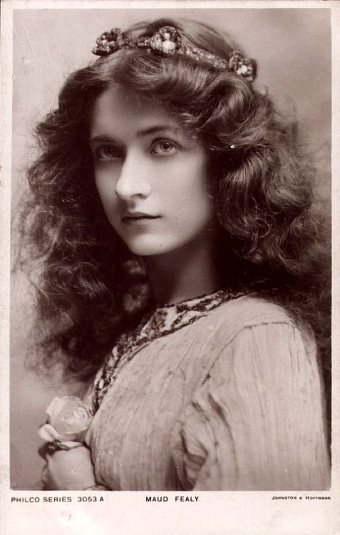 Maud Fealy, Edwardian Stage Actress [I see Octavia looking a lot like this, with reddish brown hair.]