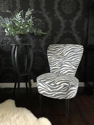 2st Emmafåtöljer med zebratyg i grått och cremevit. Nyrenoverade av tapetserare. Pris: 3000kr/st eller båda för 5500kr. Emma fåtölj grå svart vit zebra ...