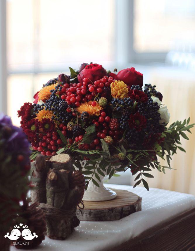 Композиция на ягодно-лесную свадьбу, состоящая из роз Дэвида Остина, фисташки, хризантемы и ягод. Фотограф Юнона Коваль. Организация Royal Berry/ wedding centerpiece with pistachio, David Austin's roses, chrysanthemum and berries♥ /Details: http://wedding.decokit.ru/portfolio/svadebnyj-dekor/yarkaya-yagodno-lesnaya-svadba