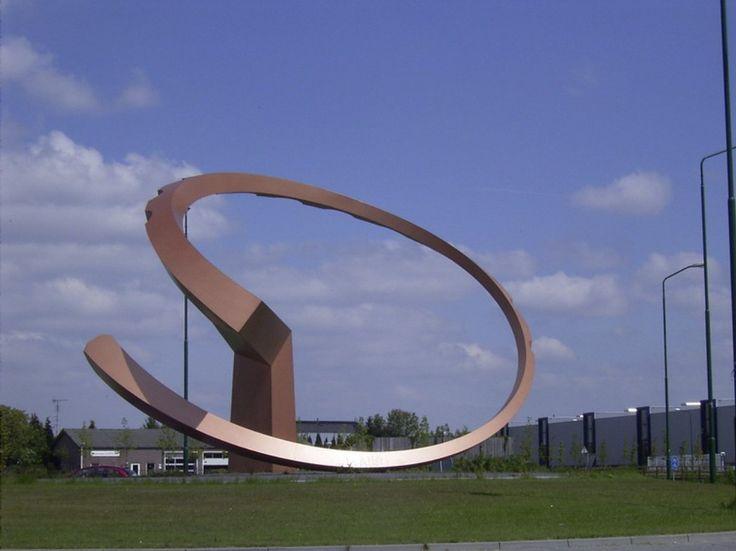 Accretio ( in de volksmond de kroonkurk) - Rotonde - rotondekunst.eu  Ron van de ven