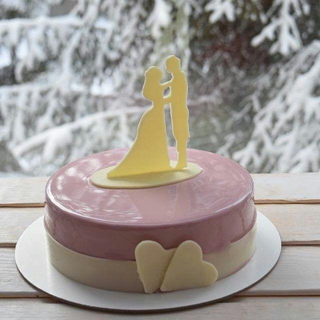 🔻🔻🔻 pastryinspirationschool.com 🔺🔺🔺 . #Repost @trufel_barnaul: Всегда немного волнительно делать свадебные торты. И я благодарна заказчикам, которые доверяют сделать декор на моё усмотрение. Этот был именно таким. А внутри- Мокко- карамель