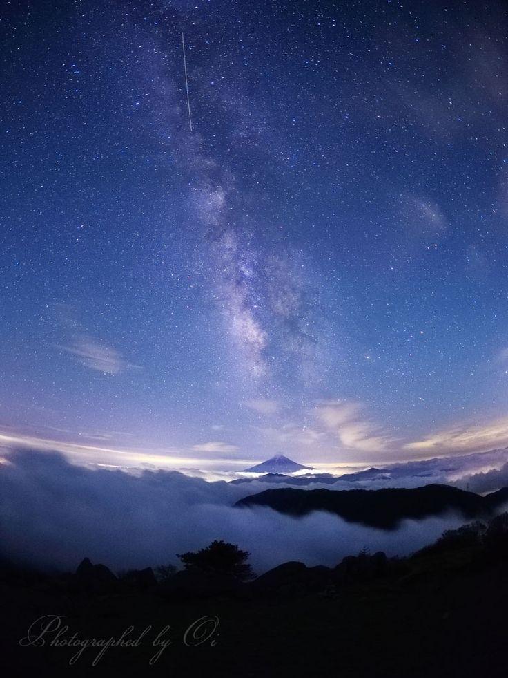 【写真】雲海と天の川と富士山 『天頂銀河』