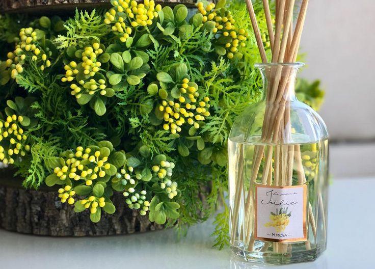 Cuando su color amarillo comienza a alegrar el jardín de Julie, significa que se ha terminado el invierno... ¡Feliz primavera! #eljardindejulie #ambientairaromas #mimosa #flowers #flores #fleurs #fragancias #aromas #spring #primavera #home #decoration #hogar #ambientador #huelogenial #madeinspain #mikados