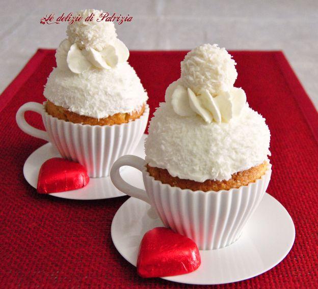 crema al cocco:  200 ml di latte di cocco  2 cucchiai di zucchero a velo vanigliato  1 cucchiaio raso di maizena  200 ml di panna liquida per dolci   mettere il latte di cocco in un pentolino, aggiungere 1 cucchiaio di zucchero a velo e scioglierci dentro la maizena.