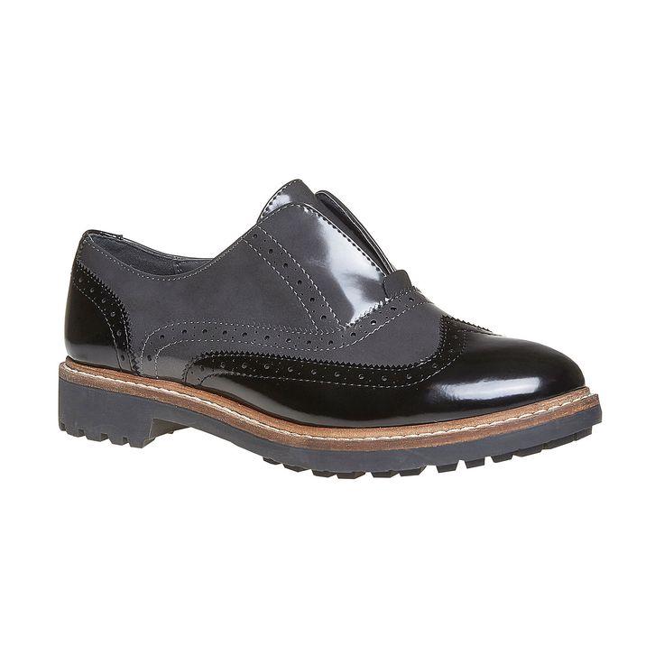 Il comfort va a pari passo con il classico. Scarpe basse verniciate di colore nero che si distinguono per la decorazione Brogue e la tomaia verniciata bicolore intonata con la suola di contrasto. Apprezzerete sicuramente la soletta morbida in vera pelle che garantisce il giusto comfort. Le scarpe hanno un ottimo aspetto con i vestiti a camicia scuri.