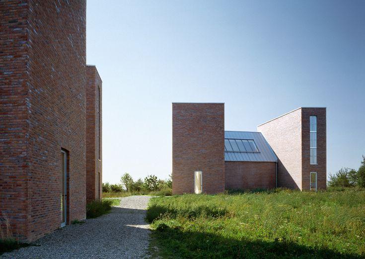 Backsteinskulpturen - Insel Hombroich: Kirkebys Kapellen saniert