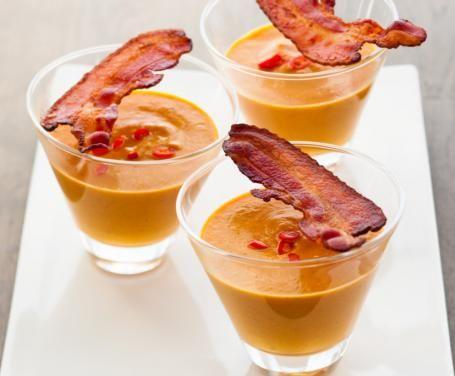 Mini vellutata di zucca con bacon: la ricetta per preparare la mini vellutata di zucca con bacon