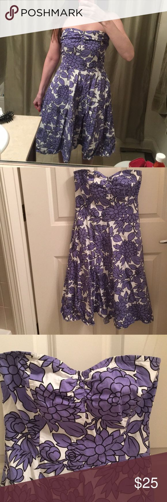 Strapless floral Guess Dress The dress says size 5, but fits like a size 2. Pretty floral design, cotton, perfect for spring and summer, zipper in the back. Guess Dresses Strapless