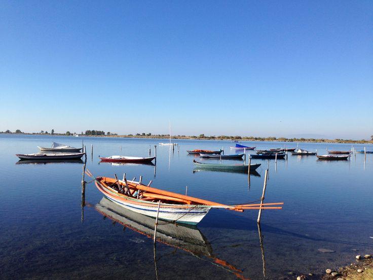 Μικρές βάρκες ψαράδων στή λιμνοθάλασσα Μεσολογγίου...