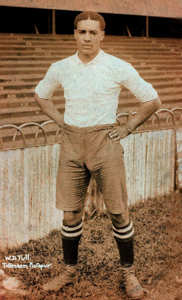 Walter Tull in his Tottenham kit Source: http://www.mirror.co.uk/news/real-life-stories/walter-tull-descendants-honour-pioneering-3036505