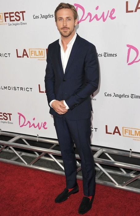 Not everyone can pull off the velvet loafer, but Gosling is bang on. Note the red socks too.Ryan Gosling, But, Ryangosling, Blue Suits, Red Carpets, Navy Suits, Loafers Style, Gosling Loafers, Red Socks