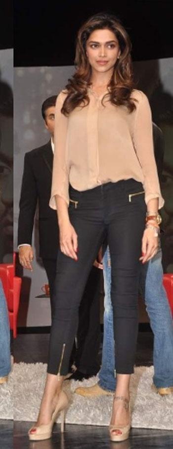 See Deepika Padukone looking gorgeous? On The Set Of the Isi Ka Naam Zindagi.