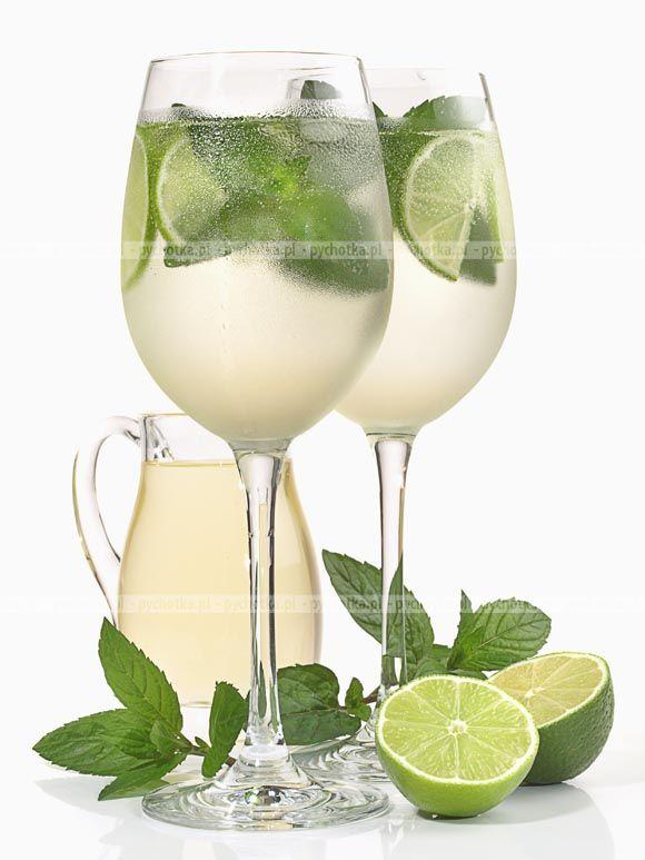 Zastanawiasz się co przygotować dziś na gorące przedpołudnie? Przygotuj znakomity koktajl. Napój z mięty. Konieczne składniki:mięta, woda, kostki lodu.