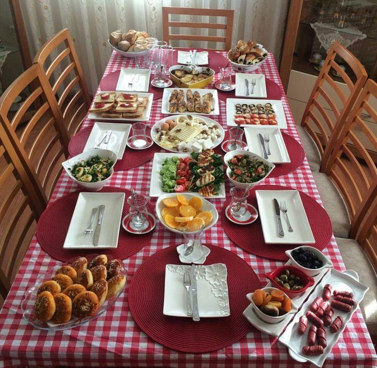 Красивая сервировка стола в домашних условиях фото с едой