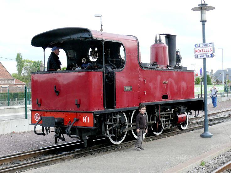 Locomotiva 130T, restaurada pela Caminhos de Ferro da Baía de Somme, na estação de  Noyelles-sur-Mer para participar do Festival do Vapor 2009. Departamento de Somme, região administrativa da Picardia, França.   Fotografia: Claude Villetaneuse.