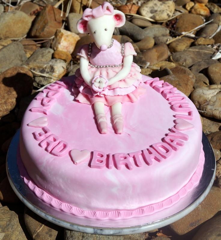 Angelina ballerina topper on Laurens cake