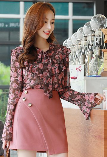 StyleOnme_Side Gold Button Mini Skirt #pink #skirt #cute #koreanfashion #kstyle #kfashion #seoul #datelook