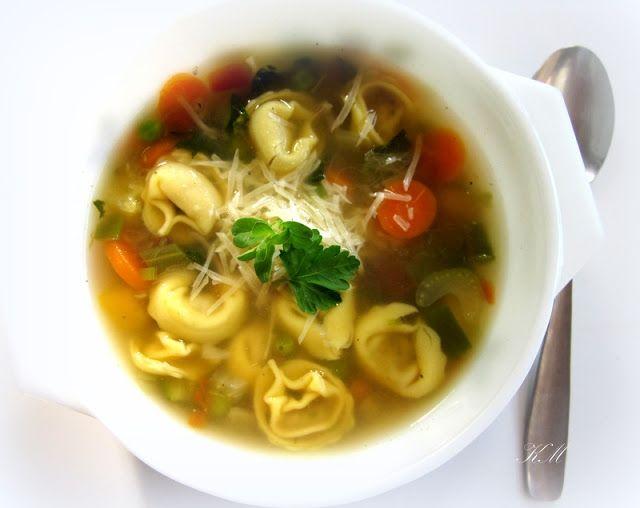Włoska zupa jarzynowa z tortellini