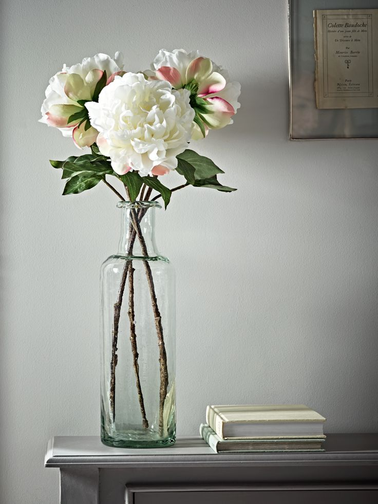Perfect for adding an eternal touch of spring to your living space, our set of three realistic open peony stems are a delicate shade of soft white, with a gentle hint of pink to the lower petals. Display in a vase on your tabletop for a beautiful floral centrepiece.