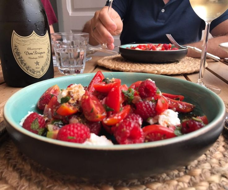 tomaten en frambozen salade