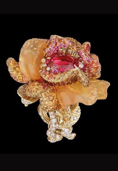 - Bague Dior Joaillerie :  la bague  Bal Vénitien, collection Bal des Roses Dior Joaillerie