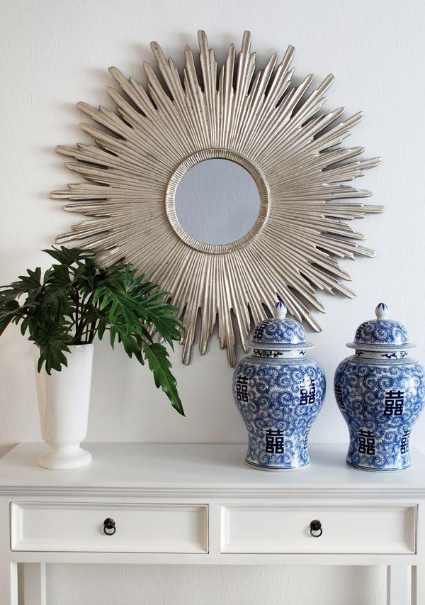 Urna blå och vit. Solspegel. Ginger jars and sun mirror. www.longcoastliving.se