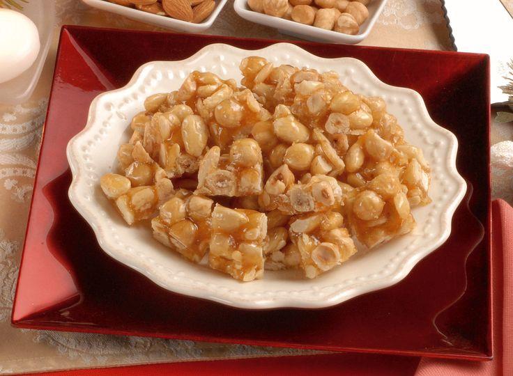Scopri come realizzare un classico della cucina italiana, il Croccante di Natale. Leggi la ricetta di Sale&Pepe