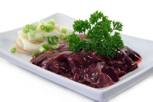 Ficatul de pui este o sursa excelenta de fier. Ficatul de pui poate fi introdus in alimentatia bebelusului intre 8-10 luni sau dupa ce s-a introdus carnea si galbenusul de ou.
