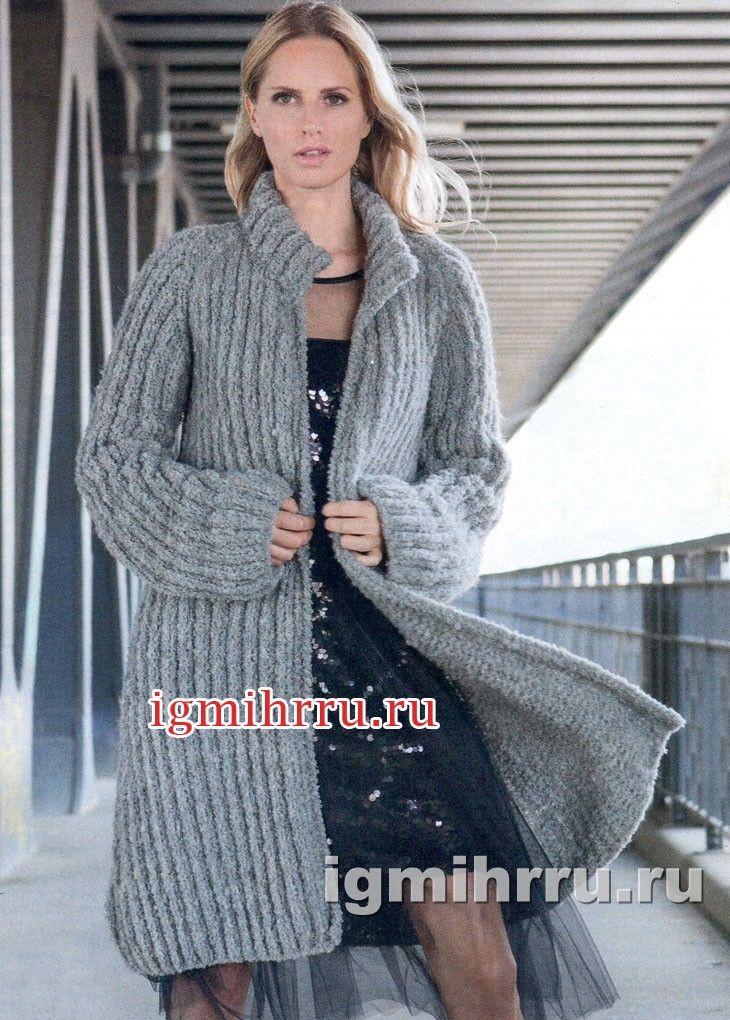Серое теплое пальто свободного силуэта. Вязание спицами
