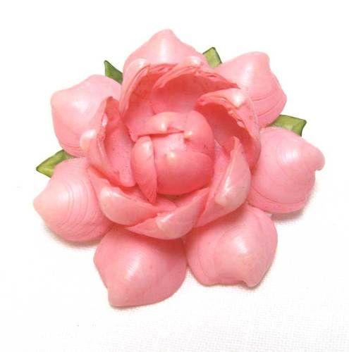 Vintage Sea Shell Pink Flower BroochShells Pin, Pink Flowers, Sea Shells, Seashells Jewelry, Pin Pink, Brooches Round, Green Leaves, Flower Brooches, Vintage Seashells
