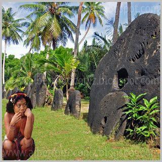 VERDADERO VALOR DE LA MONEDA: Isla de Yap perdida en el Pacífico es una más entre miles dispersada en archipiélago de la Micronesia; allí no hay nada, bueno sí, está el cielo, la selva, el mar (lleno de mantas rayas); es un pueblo de grandes navegantes en pequeñas canoas hechas de juncos y se orientan siguiendo las estrellas. Un jefe de yapenseshacesiglos decidió que ¿por qué no ser ricos?, mas allí no… (Ver más en ➦)…