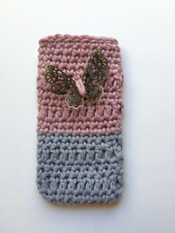 handmade. crochet. funda para iphone de hilo de algodón rosa y gris con preciosa…