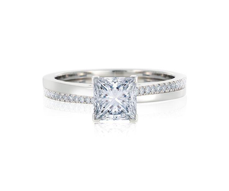 1石のプリンセス カット ダイヤモンドが繊細な輝きを放つ *エンゲージリング 婚約指輪・デビアス*