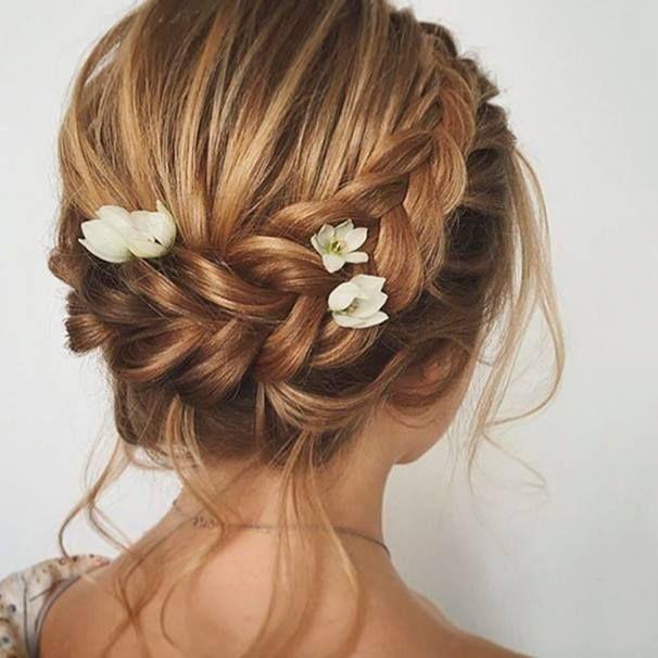 Rendi prezioso il tuo gioco d'intrecci con alcuni fiori tra i capelli #schultzhair #supernaturalblondes