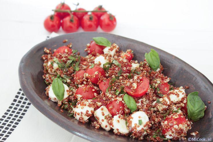 (Insalata) Caprese (salade uit Capri), wie kent het niet!? Een heerlijk Italiaans voorgerecht met tomaat, mozzarella, basilicum, olijfolie, peper & zout. En dan alle variaties die er van te vinden zijn… zoveel! Ik maakte een variant met quinoa: quinoa caprese! Heerlijk als voorgerecht, maar ook een heel fijn bijgerecht en tijdens deze warme zomerdagen ookRead More