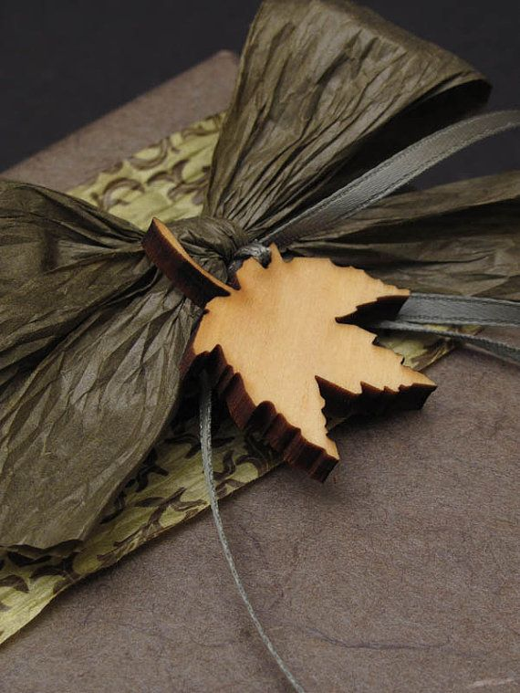 ✂ That's a Wrap ✂  diy ideas for gift packaging and wrapped presents - autumn leaf