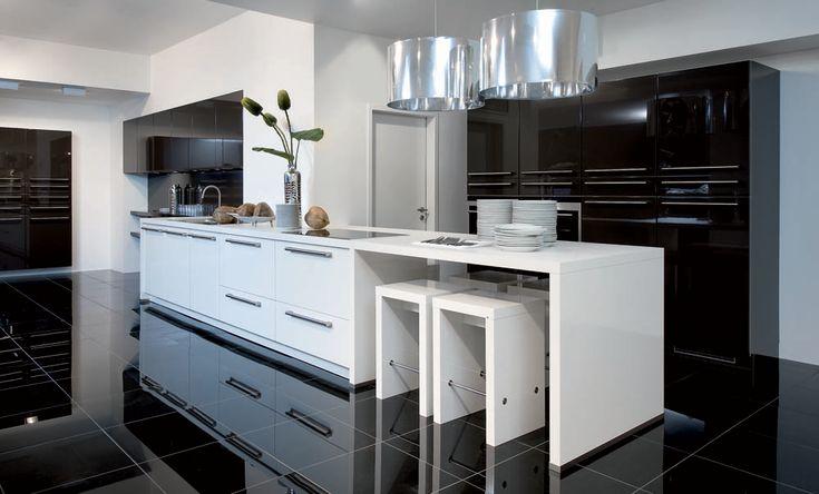 Witte Keuken Met Zwarte Vloer : ... over Witte Hoogglans Keuken op ...