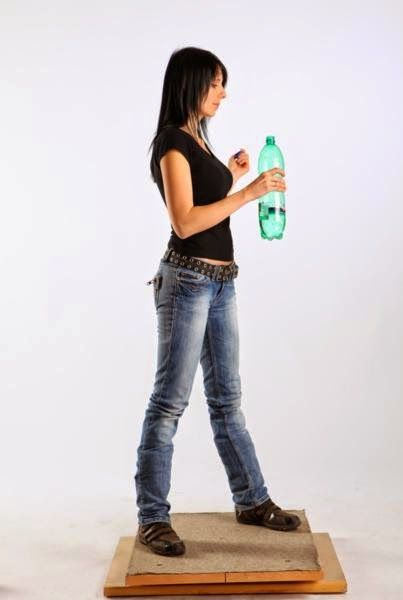 3D human referenses: Silvia Bottle Opening