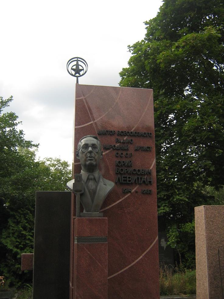 Yuri Borisovič Levitan (la voce del Soviet) - Cimitero di Novodevičij, Mosca