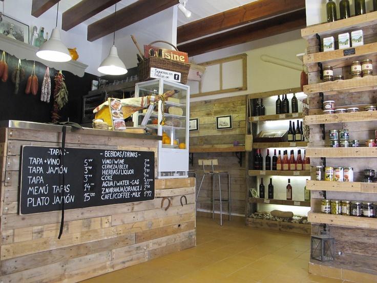 Interior realizado con palets y otras maderas recuperadas. #Valldemossa #Mallorca #pallet #palet #quitapenas_valldemossa
