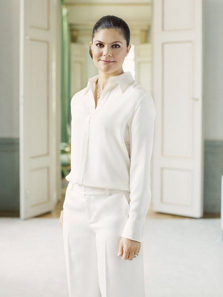 July 14 2017 Crown Princess Victoria of Sweden is going to celebrate her 40th birthday. On the occassion of that birthday the Royal Court of Sweden published five-new-photos of Crown Princess Victoria. These photos were taken by photographer Erika Gerdemark on 18th May at Haga Palace in Solna, Stockholm.