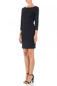 Een zwarte jurk van Michael Kors met op de achterkant een lange zilveren rits. De jurk heeft een ronde half en op de middenpanden en mouwen van de jurk zitten kleine zilvere studs. Klik hier voor meer foto's.