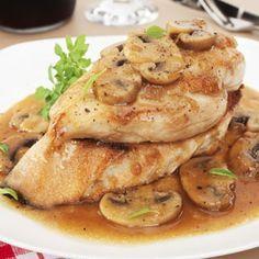 Esta simple y deliciosa receta de pollo marsala es perfecta para una cena romántica en casa o para una divertida cena entre amigos! Este plato es alto...
