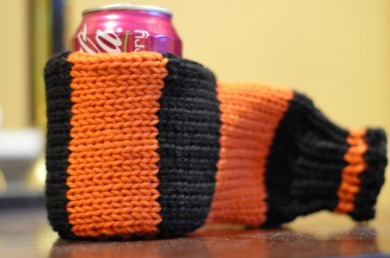 Free Beer Mitt Pattern. Link at bottom of page and knit in team colours. Perfect!