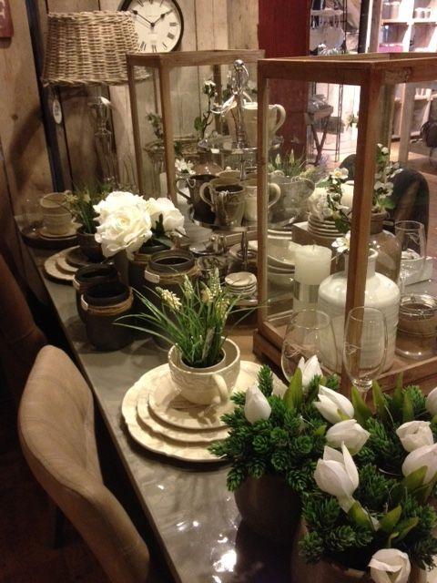 Een gedekte tafel in het voorjaar.